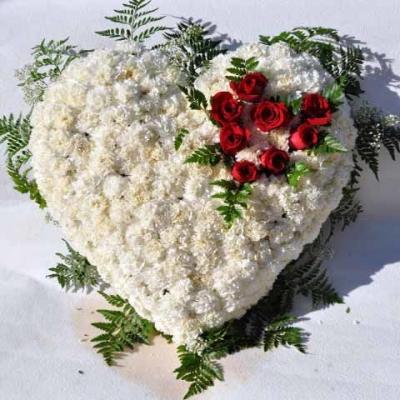 Corazón Mediano rosas blancas funerario