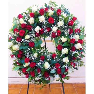 Corona de rosas variadas